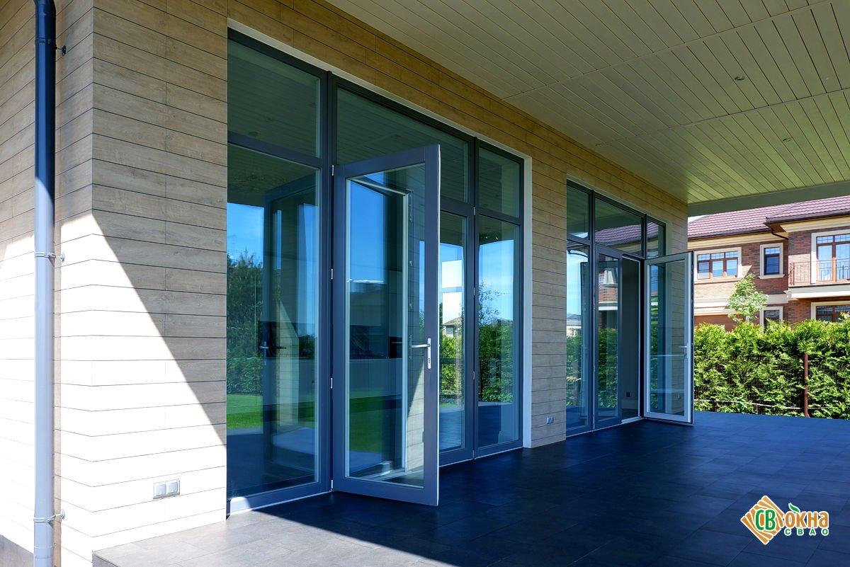 Окна и двери из лиственницы в коттедж