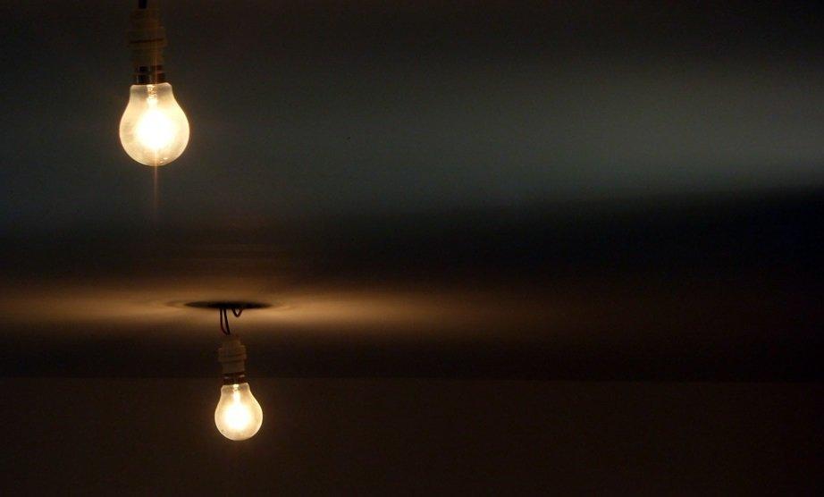 Как визуально поднять низкий потолок