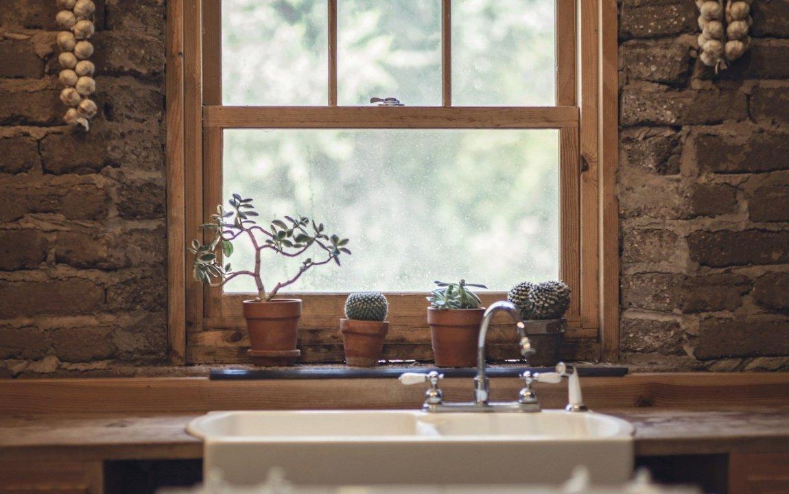 Уход за деревянными окнами: как правильно