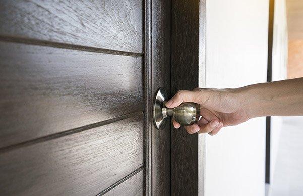 Установка межкомнатной двери в перегородку из гипсокартона: советы эксперта