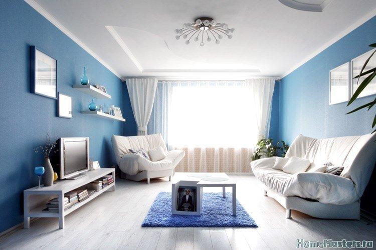Синие стены в гостинной