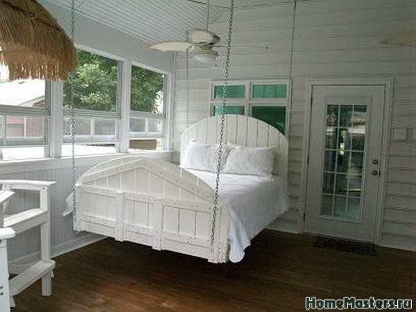 Кровать на цепях