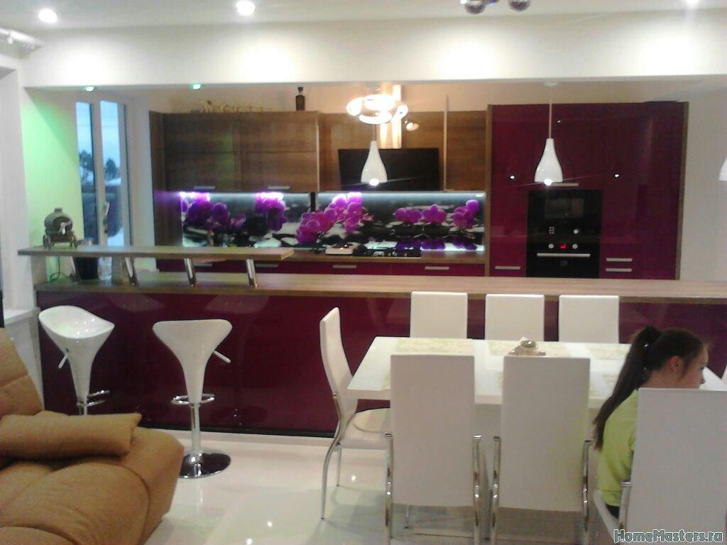 Кухня с большой комнатой