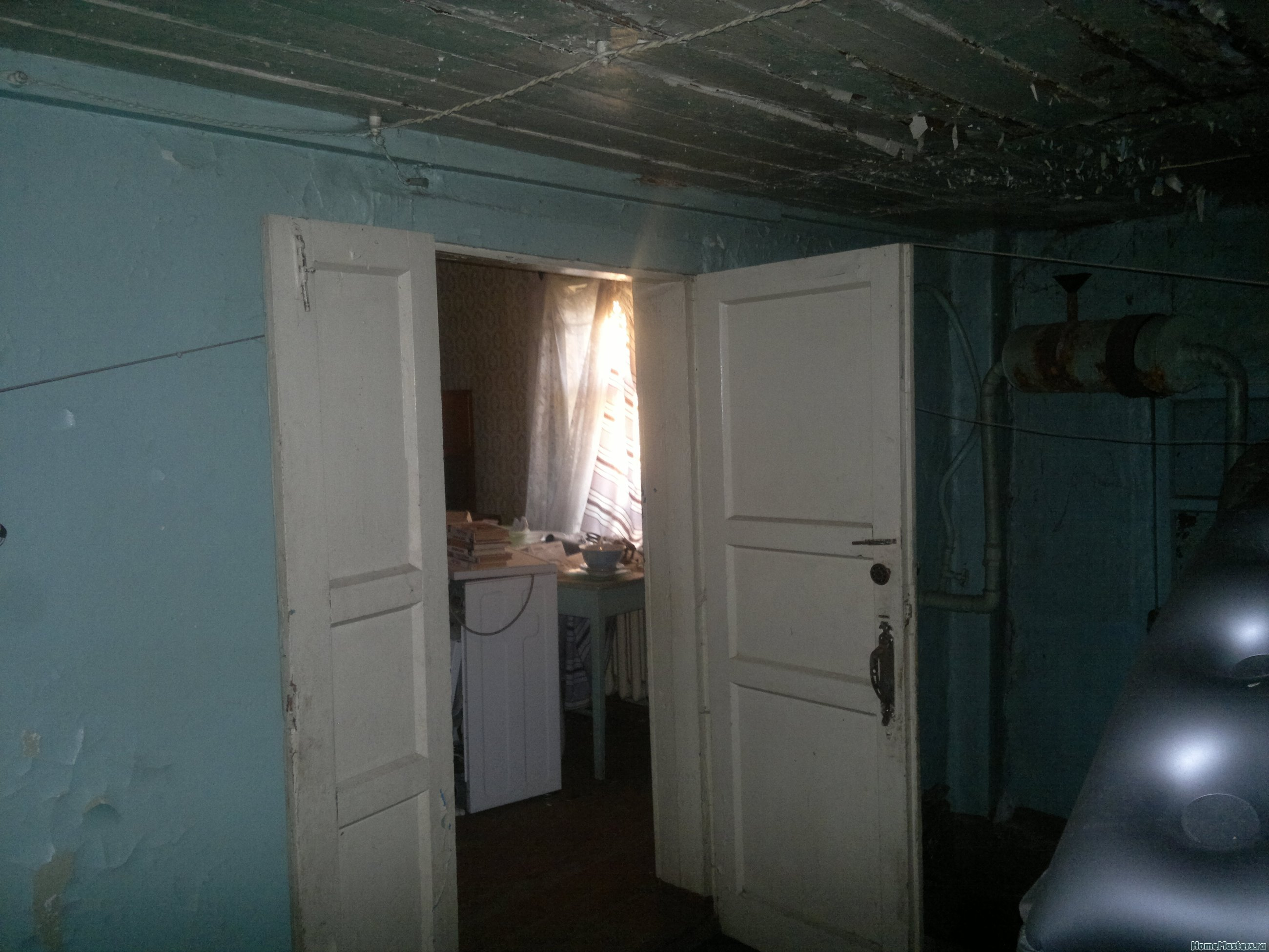 Дверь в основной дом.