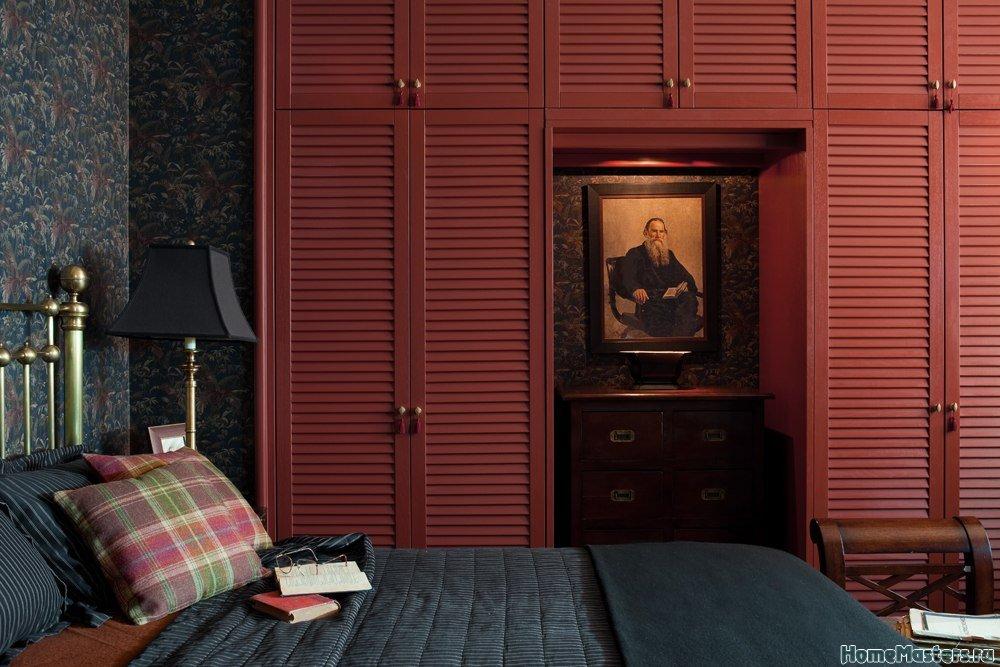 Красивый шкаф в спальной