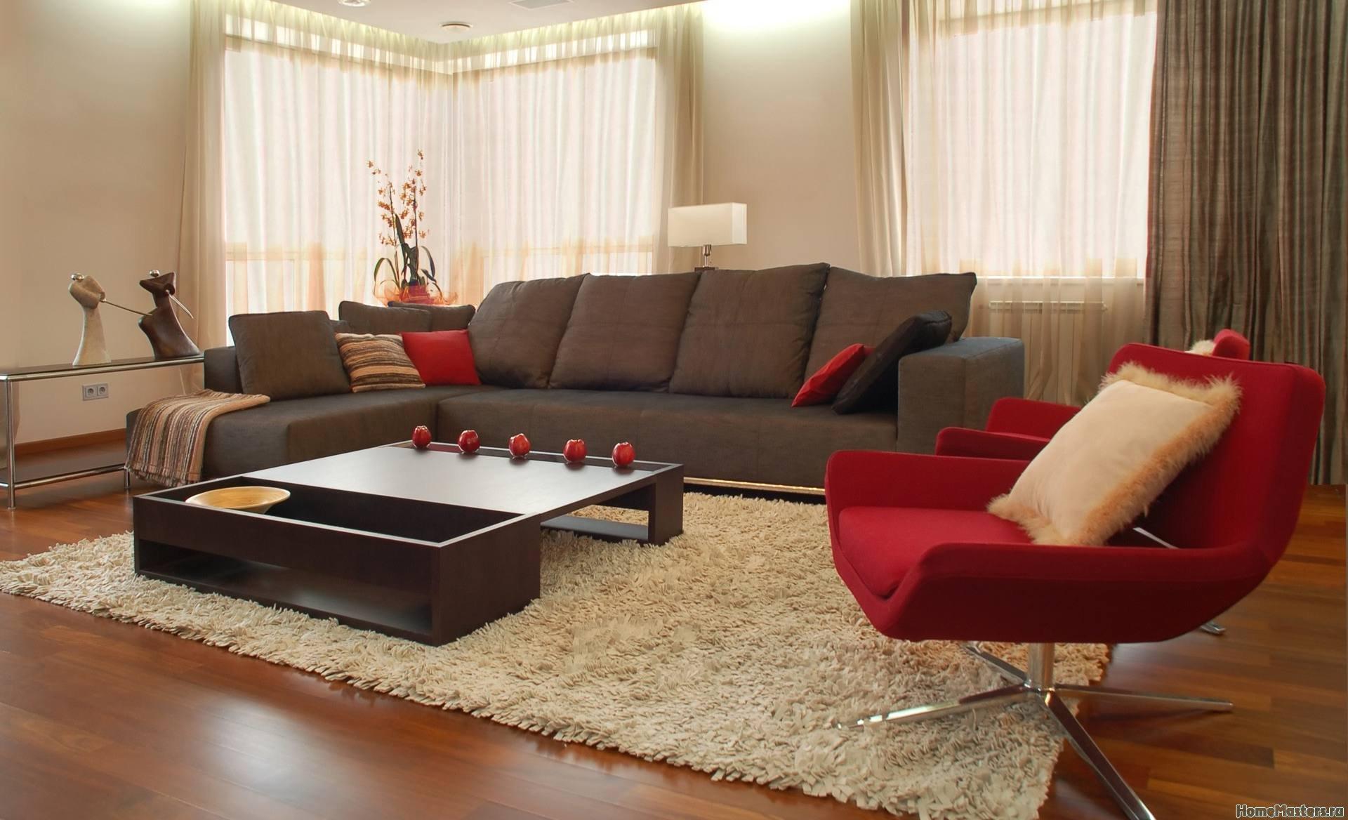 Гостинная с красными креслами