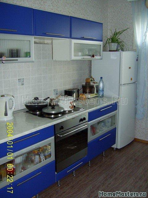Кухня, вид на холодильник