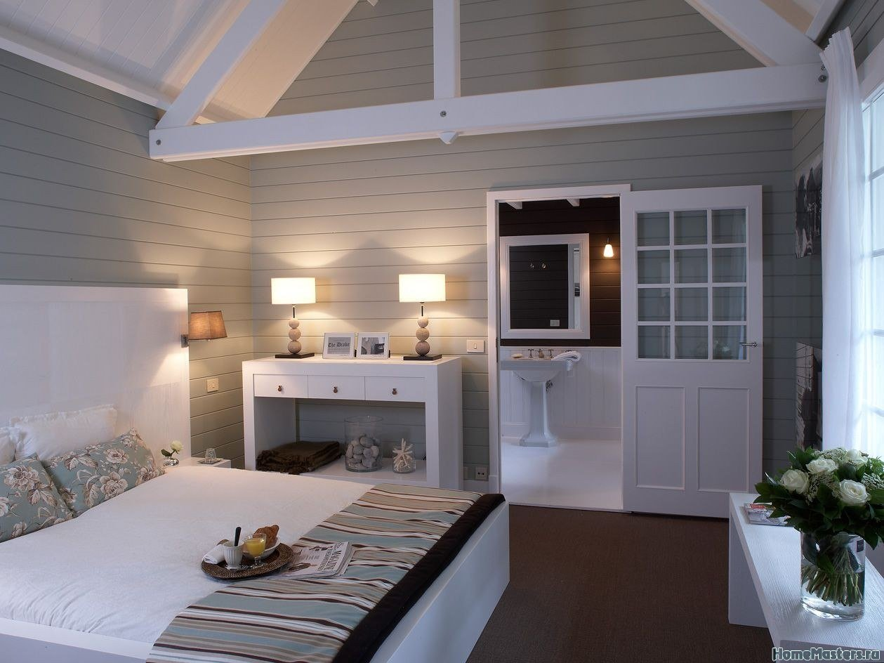 Светлая спальня в загородном доме