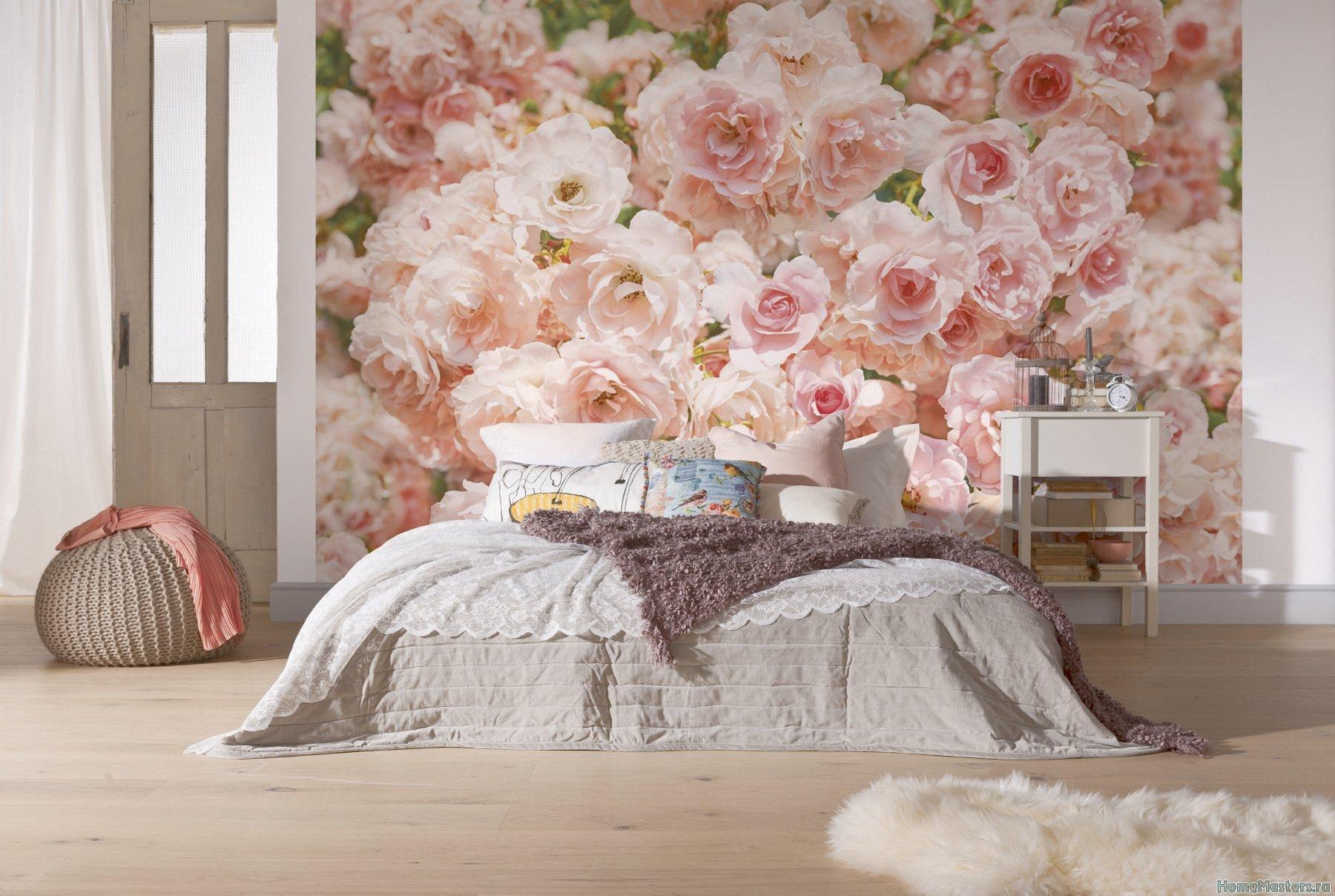 Фотообои розы в интерьере спальни