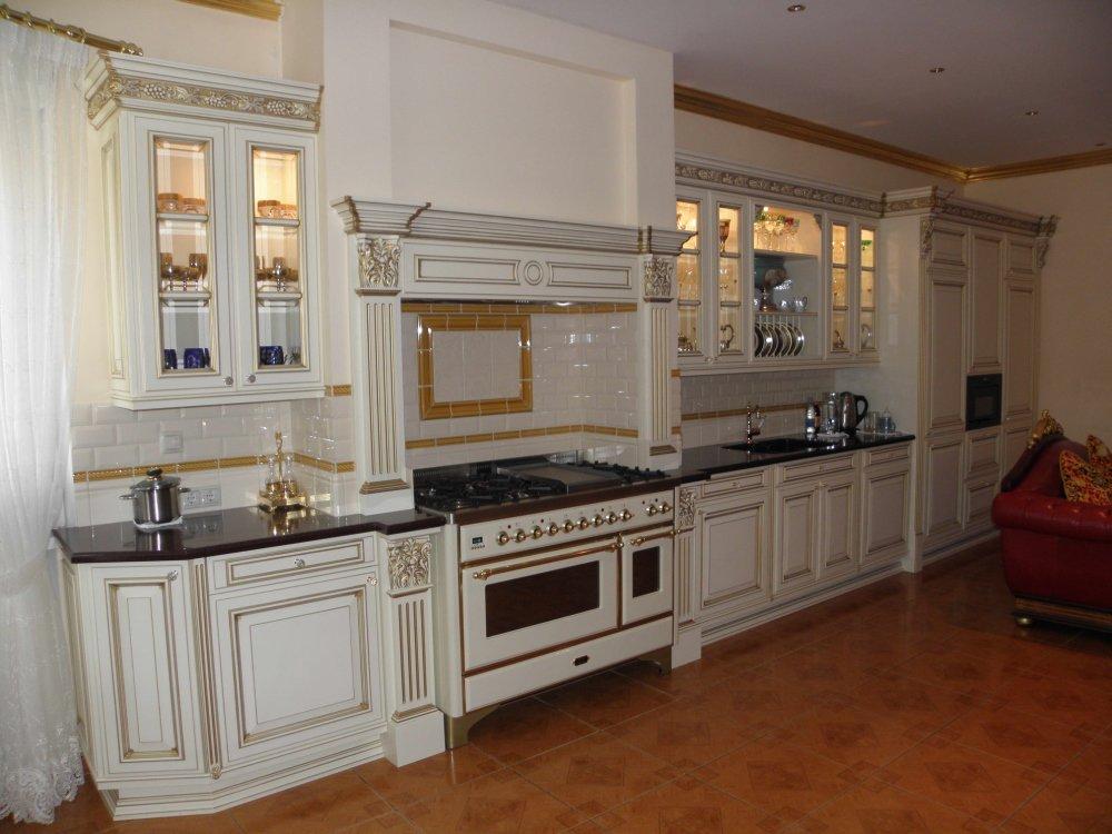 Белая элитная кухня на заказ от производителя Royal Interni