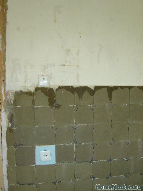 Толстый плиточный клей на гипсолитовой стене