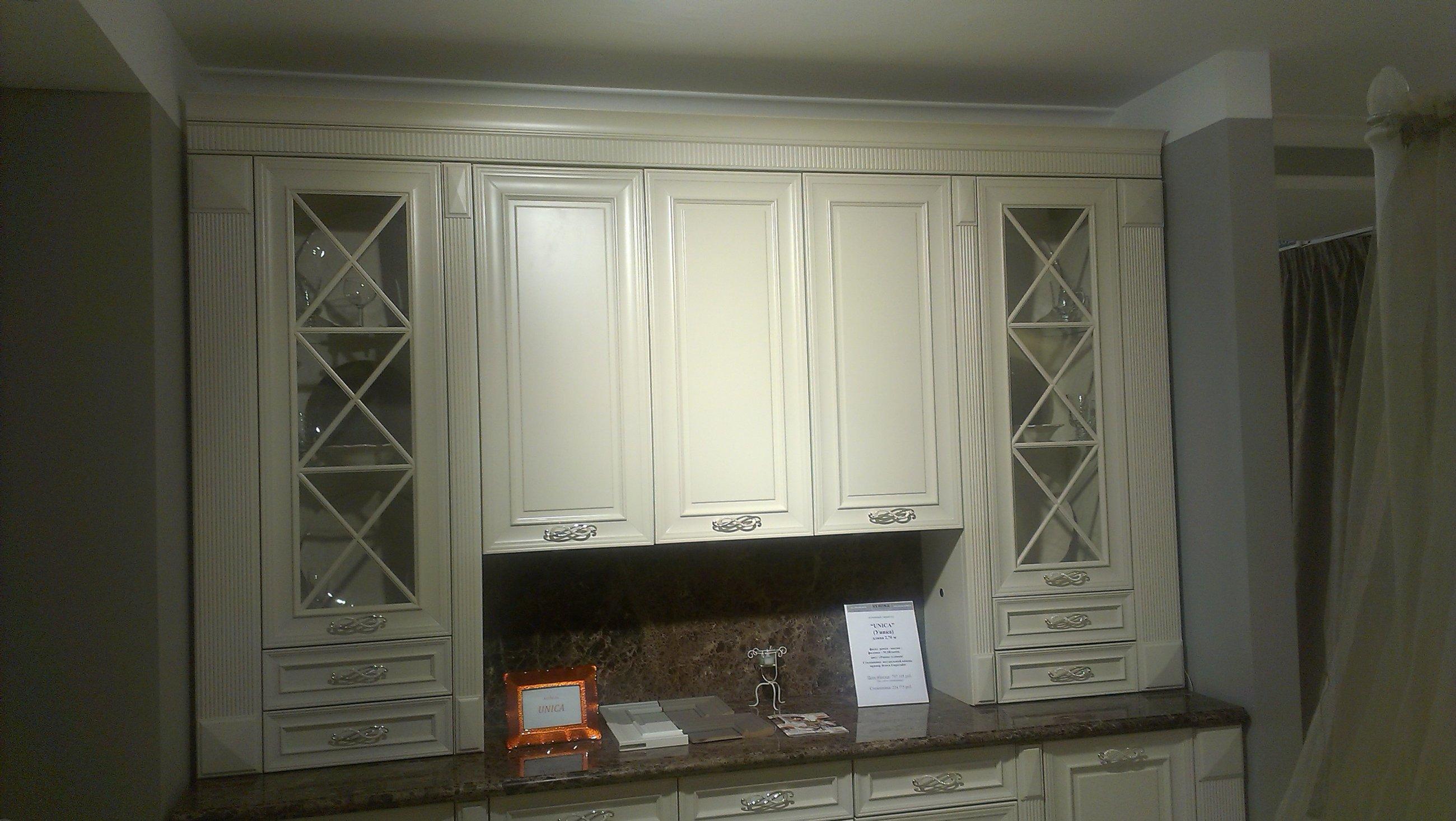 Белая кухня на заказ от производителя  Роял Интерни