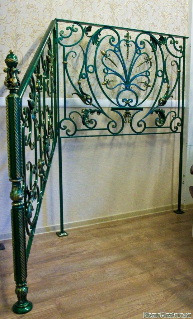 декоративное кованое ограждение лестниц в ТК Ланской
