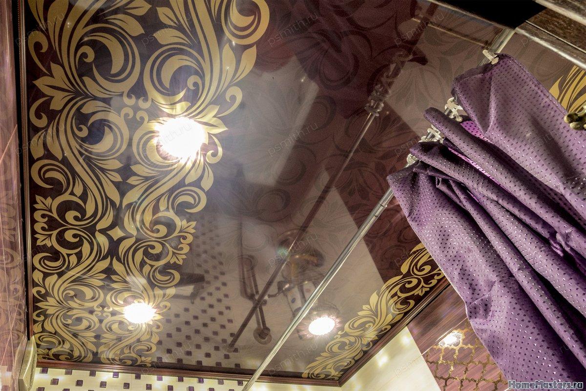 Многоуровневый натяжной потолок в ванной с фотопечатью