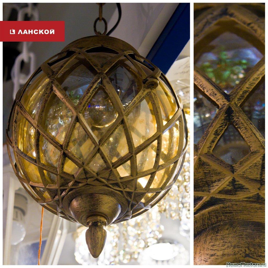 уличный светильник в ТК Ланской, стекло, металл