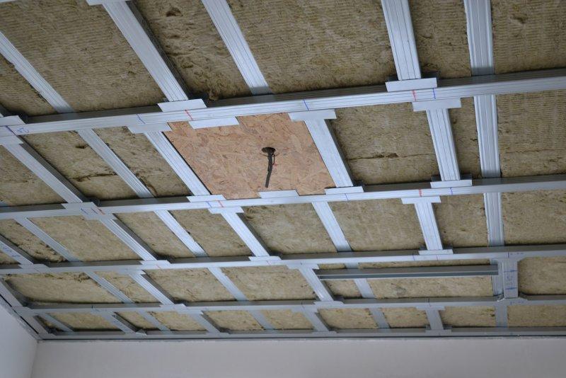 Ремонт в спальне 2. Потолок 025