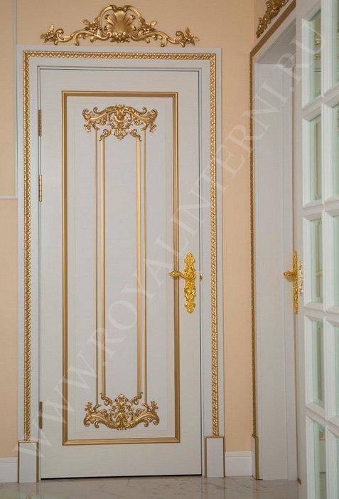 Белая межкомнатная дверь с золотом на заказ от Роял Интерни