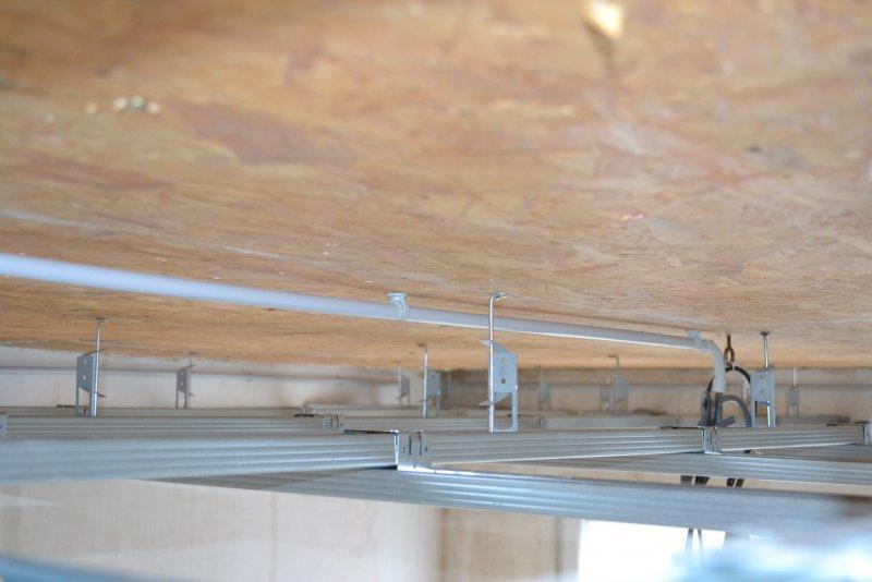 Ремонт в спальне 2. Потолок 019