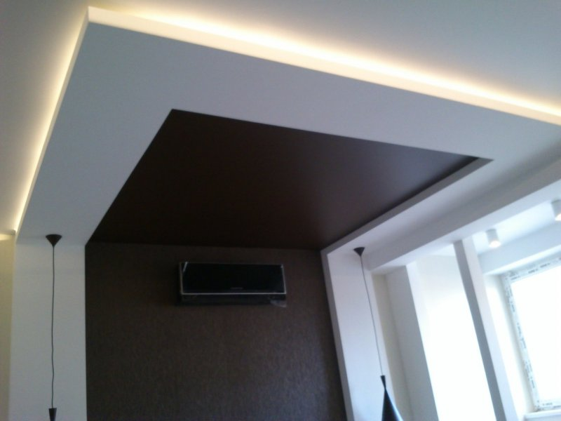 потолок над спальной кровати