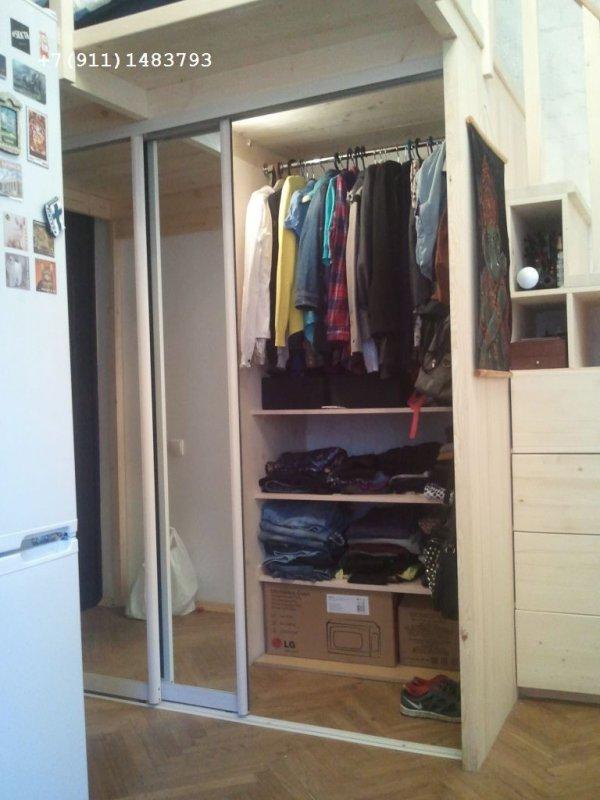второй ярус  в комнате со встроенным шкафом