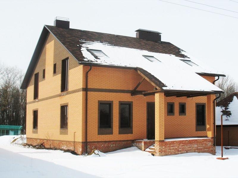 Дом из кирпича солома и мокко