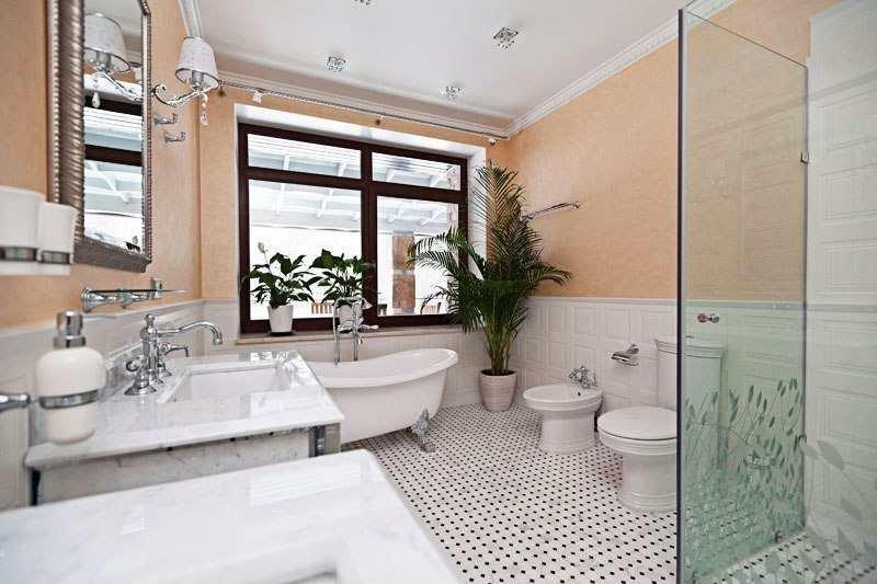 Интерьер просторной ванны