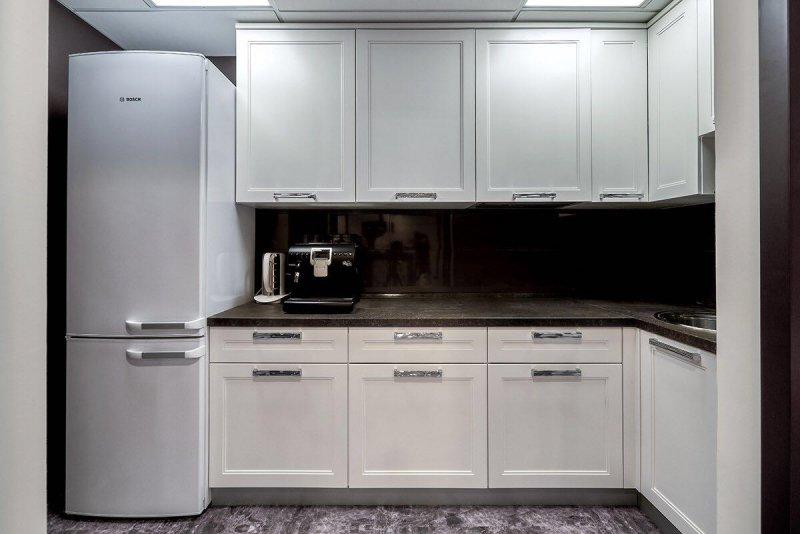 фото элитной белой кухни угловой с фасадами МДФ эмаль