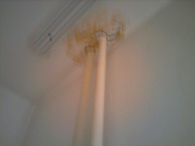 стояк отопления батареи на кухне, потолок