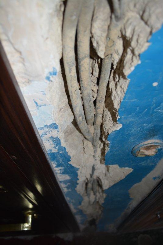 Старые кабеля на 5 этаже