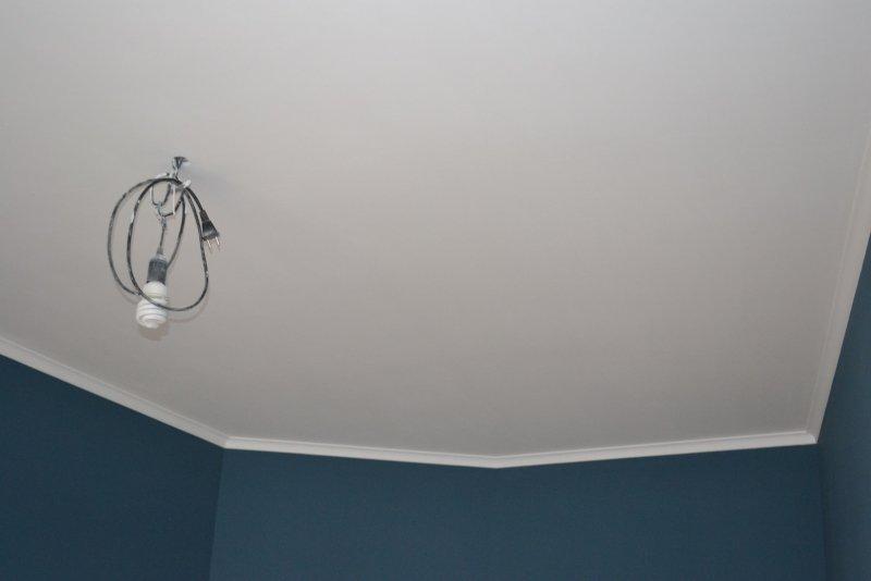 Ремонт в спальне 2. Потолок 036