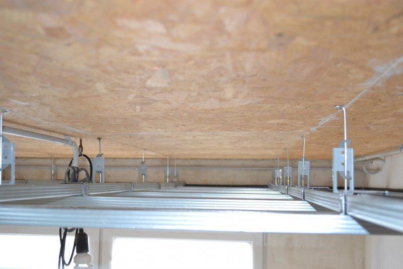 Ремонт в спальне 2. Потолок 018