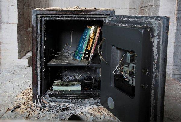 Огнестойкий сейф после пожара