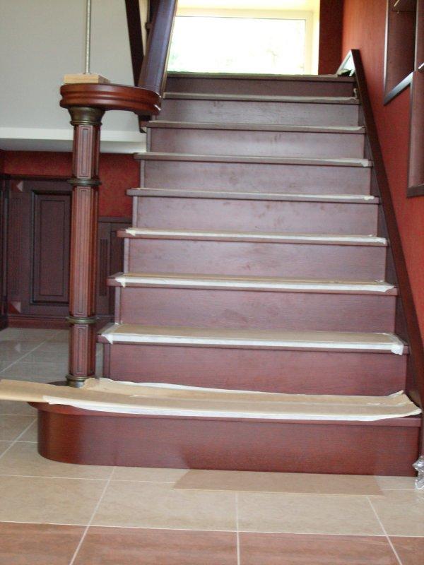 Элитная лестница из массива дуба от Роял Интерни