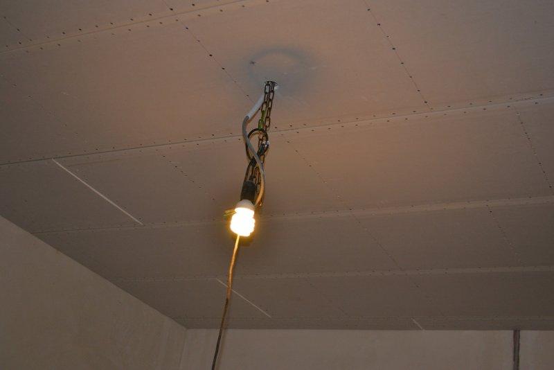 Ремонт спальни 1. Потолок 049
