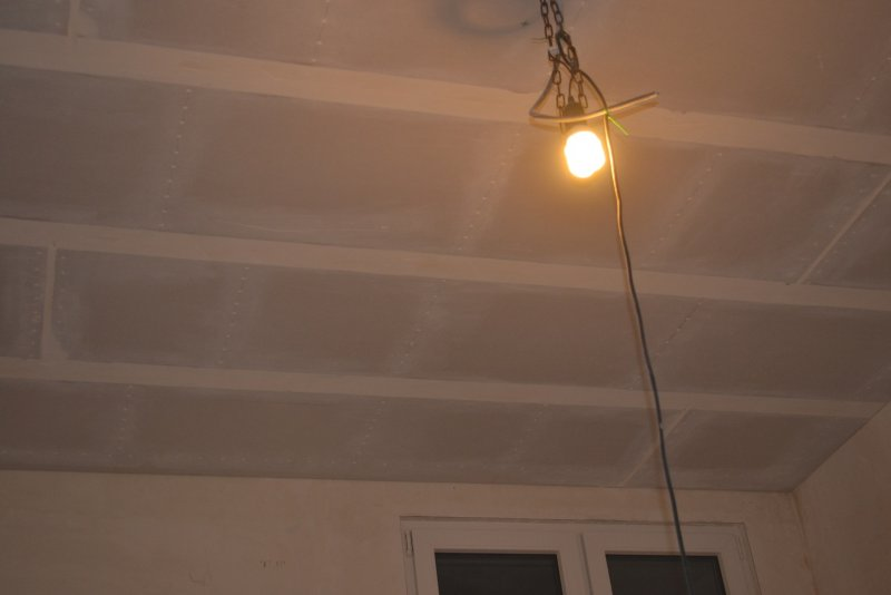 Ремонт спальни 1. Потолок 056