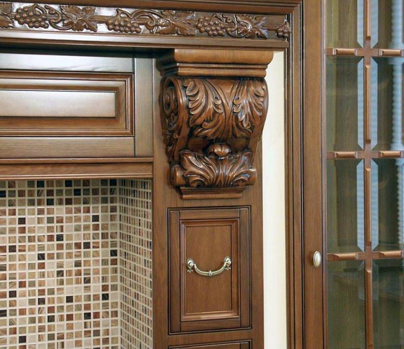 декор фасадов кухни из массива от Роял Интерни