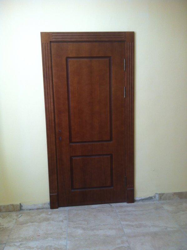 Межкомнатная глухая дверь