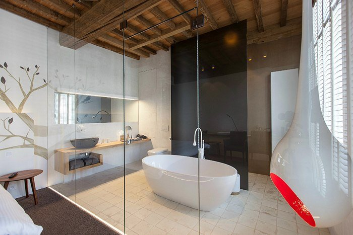 Ванна за стеклом