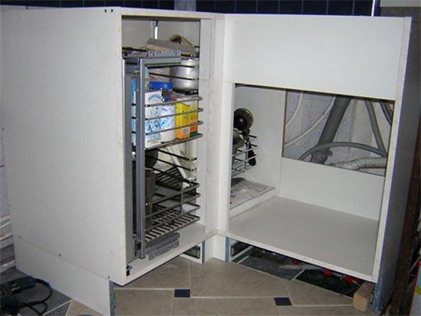 009 Угловой стол оказался самым сложным элементом во всей кухне