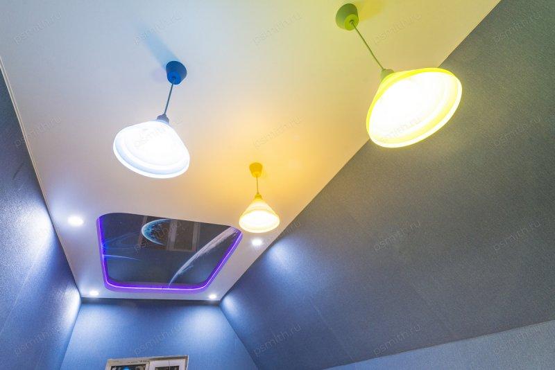 Многоуровневые натяжные потолки с фотопечатью в спальне