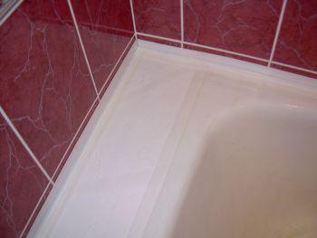 Как заделать щель между стеной и ванной. Совет.