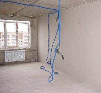 Нужно ли укладывать кабель в гофру при разводке по квартире?