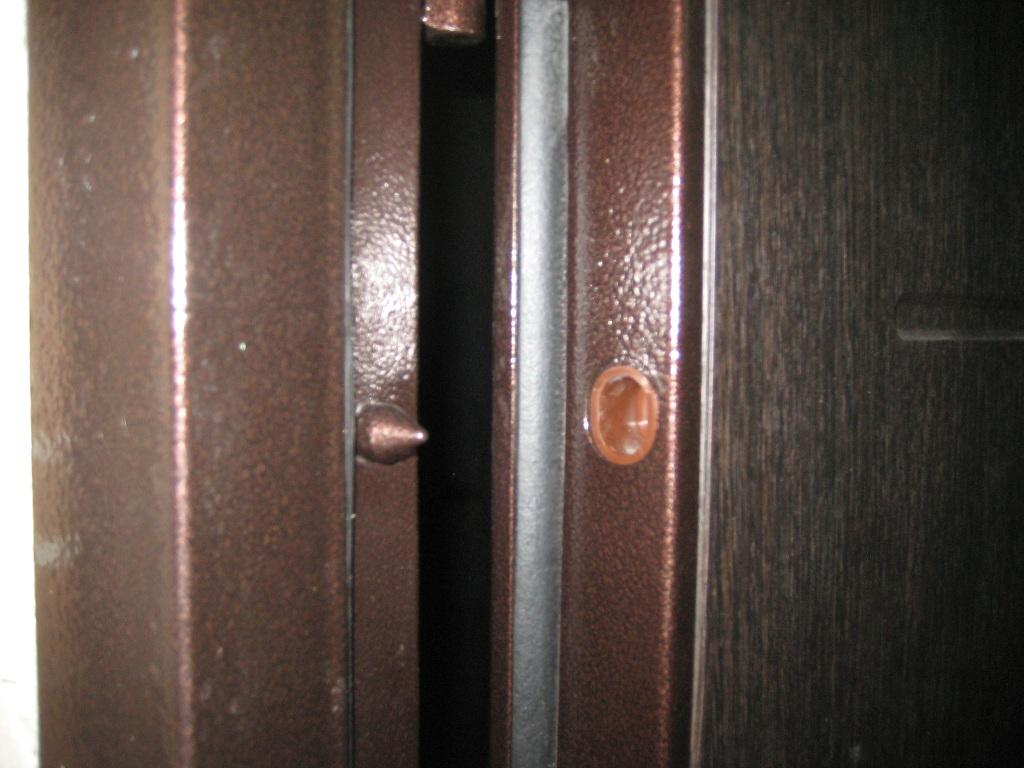 поставить железную дверь в квартиру цена