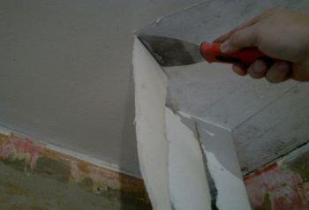 Как удалить водоэмульсионную краску с потолка
