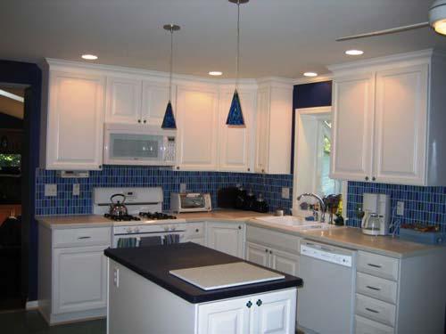 Фартук кухни синего цвета использование скинали для интерьера кухни