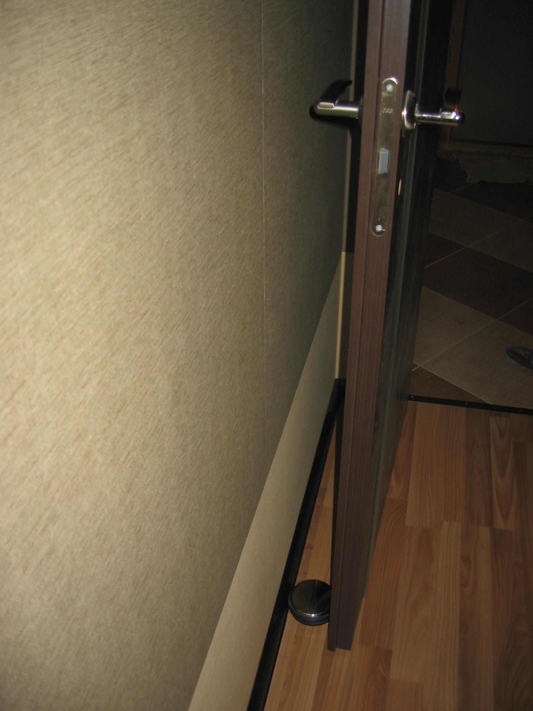 Как сделать закрывающуюся дверь