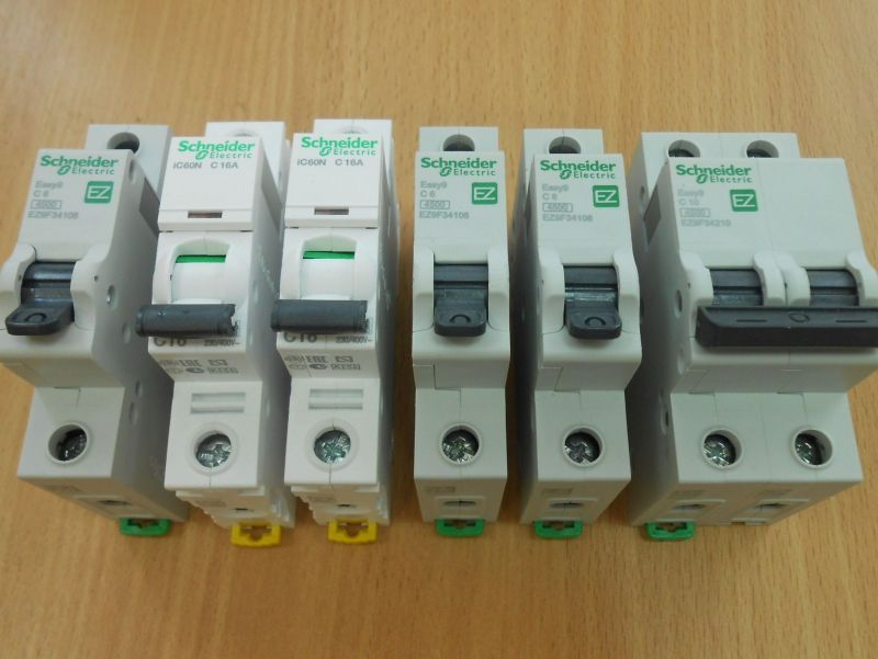 Автоматический выключатель 10 - Размер 252,6К, Загружен: 0