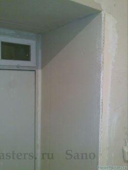 Металлическая дверь и штукатурный откос