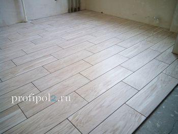 Укладка напольного керамогранита на полу кухни