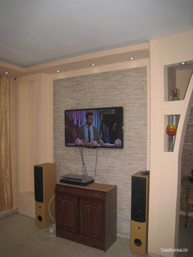 015-nisha-pod-televizor.JPG